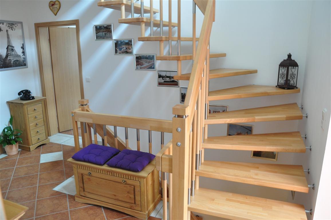 freitragend gebolzt trend treppen mit uns geht es richtig hoch und runter. Black Bedroom Furniture Sets. Home Design Ideas