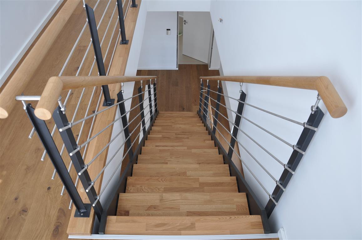 wangentreppe trend treppen mit uns geht es richtig hoch und runter. Black Bedroom Furniture Sets. Home Design Ideas
